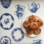 luchtige kwark-muffins met blauwe bessen, rabarber en witte chcocolade