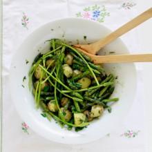 salade-van-groene-asperges-tuinkruiden-en-ansjovis