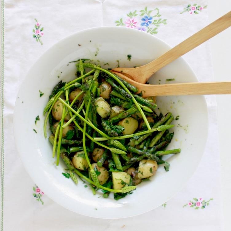 Salade van groene asperges met tuinkruiden en ansjovis for Ver mangeur de salade