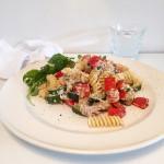 snelle-pasta-met-paprika-en-tonijn-naareigensmaak