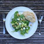 komkommer-kikkererwtensalade-met-babyspinazie-en-feta-naareigensmaak