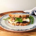 sandwich-brie-met-geroosterde-walnoot-en-vijgencompote-naareigensmaak