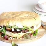 hamburger-op-Turks-brood