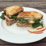 sandwich gerookte makreel met appel en limoenmayonaise naareigensmaak