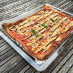 pizza met aubergine op bakplaat naareigensmaak